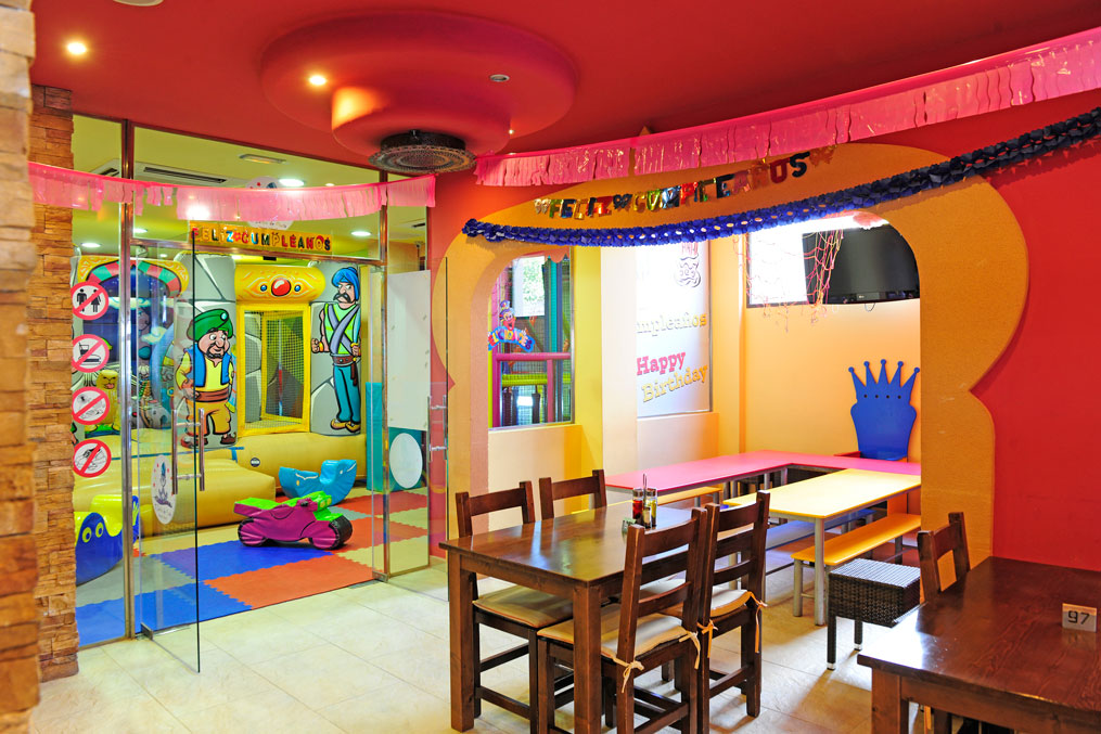 Our premises have modernized play areas for the entertainment of the little ones. We are also specialists in organizing children's parties.